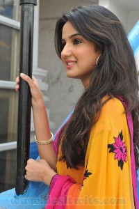 Jasmin-Bhasin-In-Saree