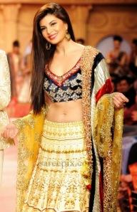Jacqueline-fernandez-lehenga-Pune-fashion-week-2013-001