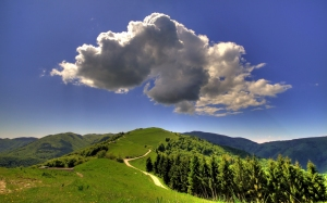 Cloud-above-the-hill