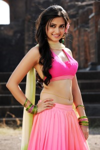 kriti-kharbanda-girl in duppta