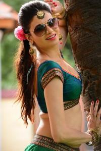 Simran Kaur Mundi Wearing Sunglasses - Punjabi actress-bollywood actress