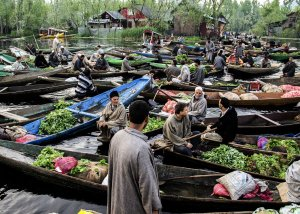 market at dal lake