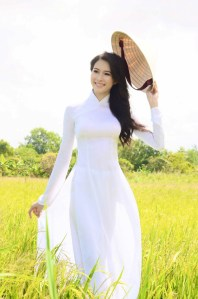 ao dai - Vietnamese national costume - Vietnamese girl in ao dai - white ao dai