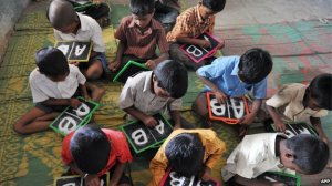 schoolchildren_slates - India